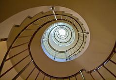 Spirale / Spiral (schreibtnix on'n off) Tags: reisen travelling italien italy mailand milan gebäude building treppenhaus staircase spirale spiral olympuse5 schreibtnix