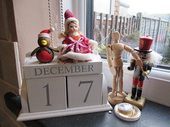 Sunday, 17th, Time to pack IMG_0571 (tomylees) Tags: calendar perpetual essex morning winter december 2017 17th sunday