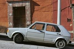 (eflon) Tags: car hilly street mexico guanajuato mx facade wall
