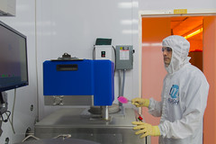 Diligent Worker in the Cleanroom (aaronrhawkins) Tags: cleanroom byu brighamyounguniversity provo utah college university lab laboratory research microfabrication fab bunnysuit wafer tweezers work pecvd machine silicon glass campus electricalengineering mattstott aaronhawkins