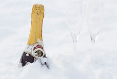 Champagne cooling in snow (wuestenigel) Tags: 2018 20172017 champagner winter party snow sekt newyearseve happynewyear feiern cooling champagne drink glasses silvester cloth vine noperson keineperson outdoors drausen schnee cold kalt one ein fun spas nature natur sky himmel getränk victory sieg wine wein celebration feier glass glas vacation ferien icee travel reise christmas weihnachten wood holz