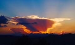 Nubes en el Atardecer --- 1028.XT (valorphoto.1) Tags: seleccioónvp paisaje natural nubes atardecer sunset color cielo photodgv