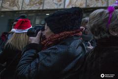 robado fotográfico (noemíconesa) Tags: diversión amigos fotografia plazadelpilar robado navideño zaragoza papa noel stolen christmas saragossa santa claus portrait chica retrato chocolatada fez gente square pillar dad girl chocolate people fun friends photography