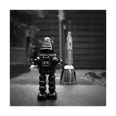 Am I alright to park here for a hour ? (Explored) (CJS*64) Tags: spaceship interplanetary galaxy robbie robot visit visitors cjs64 craigsunter craig lx100 panasonic panasoniclx100 blackwhite blackandwhite whiteblack whiteandblack mono monochrome