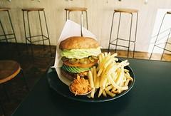 (bobby stokes) Tags: film analogue burger hamburger jalapeno avocado frenchfries バーガー food lunch kakuozanlarder natura1600 fujifilmnatura1600 fujinatura1600 1600 fujifilm fujicolornatura1600