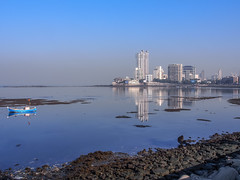 LR Mumbai 2015-290 (hunbille) Tags: birgittemumbai4lr india mumbai bombay haji ali dargah hajialidargah mausoleum pilgrim site reflection sea
