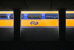 EnTouRage. (WaRMoezenierr.) Tags: tren trein station arnhem nederland netherlands abstract reality ns pays bas holanda zug train wagon yellow geel