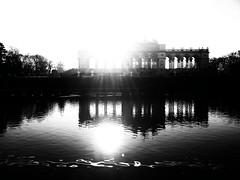 Gloriette (~shrewd~) Tags: schönbrunn sonne sun weihnachten christmas pond teich gloriette gegenlicht backlight wien vienna austria österreich schwarz weiss sw black white bw reflection reflektion reflektieren reflect wat waterreflections wasser spiegelung wasserspiegelung