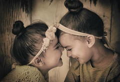 forever sisters... (Alvin Harp) Tags: sisters granddaughters littlegirls december 2017 marleegatherum citywildflowersphotography sonyilce7rm2 fe35mmf14za alvinharp