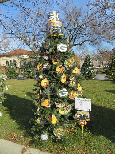 green bay packers christmas tree. brookfield zoo 2017