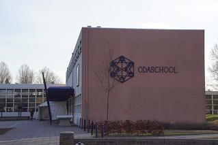 27e Boeken-en platenbeurs in de Odaschool in Sint-Oedenrode op 24 en 25 februari 50.000 boeken en platen te koop