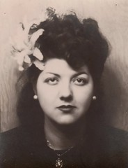Vintage 1940s Photobooth Portrait Vid : Flower in her Hair (CHAIN12) Tags: brsbhny1phtbthhairflowergal photobooth woman hair flower toothmissing lips dark lipstick eyes beauty necklace