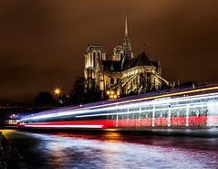 Lumières de Paris - 2 (Daniel_Hache) Tags: seine night notredamedeparis nuit paris bateaumouche pont îledefrance france fr