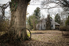 Old farm home - Belton, S.C. (DT's Photo Site - Anderson S.C.) Tags: canon 6d sigma 50mm14 art lens upstate southcarolina beltonsc greenville abandoned rural country roads disappearing vanishing southern america usa scenic pastoral landscape southernlife oak rim farm home house