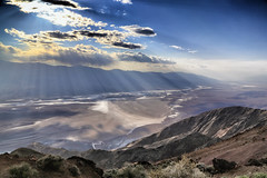 Rays of sunshine above Badwater Basin (erichudson78) Tags: usa california deathvalleynationalpark dantesview canoneos6d canonef24105mmf4lisusm wideangle grandangle landscape paysage badwaterbasin ciel sky nuages clouds montagne mountain rayonsdesoleil valléedelamort vallée valley april avril nature sunbeam rayofsunlight 7dwf brume mist