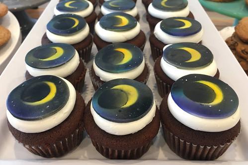 Solar Eclipse Cupcakes