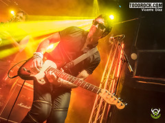 Eduardo Pinilla (yiyo4ever) Tags: burning but johnnycifuentes todorock zuiko concert concierto guitar fenderguitar lights luces stage escenario lumix panasonic olympus omd em5 m43 mft zuiko1240mmf28 lumix35100mmf28 rubenpozo loszigarros desvariados