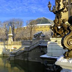 Pont Alexandre III (Raymonde Contensous) Tags: paris pontsdeparis pontalexandreiii neige crue seine fleuve statues sculptures