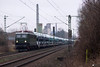 """242 001 """"MTEG"""" mit ARS Altmann - 12.01.2018 - Misburg (D) (Frederik L.) Tags: db bahn zug eisenbahn lok lokomotive baureihe 242 reichsbahn holzroller güterzug privatbahn ars altmann misburg bahnhof güterbahn"""