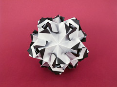 Titania (masha_losk) Tags: kusudama кусудама origamiwork origamiart foliage origami paper paperfolding modularorigami unitorigami модульноеоригами оригами бумага folded symmetry design handmade art