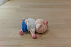 The trial sleeping piggy is done. I just love how small it is. (Mingle Doll 鳴娃娃) Tags: crochet crochetdoll crochetpig crochetpiggy crochetart amigurumi crochetamigurumi crochetthread amigurumidoll dmcthread auntlydia redheartyarn 豬仔羊妹 鉤織公仔 アミグルミ