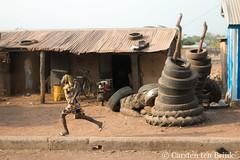 Dreaming of the race (10b travelling / Carsten ten Brink) Tags: 1000plus 10btravelling 2017 africa african afrika afrique carstentenbrink dagbani dagbon dagomba ghana ghanaian goldcoast iptcbasic places tamale westafrica yendi girl running sprinting tenbrink tires tyres