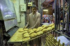 Fresh Pita bread (T Ξ Ξ J Ξ) Tags: egypt cairo fujifilm xt2 teeje fujinon1655mmf28 souk aswan pitta bread