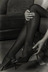 Bas nylon (boomer_phil) Tags: shootinganne13012018 beautifulexpression flickrelite nikon d500 intérieur nylon bas femme sensualité bw féminité pieds mains chaussures modèle modle art monochrome