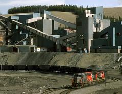 Luscar AB Wednesday May 26th 1999 1837MDT (Hoopy2342) Tags: train rail railroad railway canadiannational canadiannationalrailways luscar cadomin alta alberta coal mine tipple