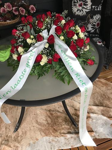 100mm mintgroen rouwlint met groen bedrukt