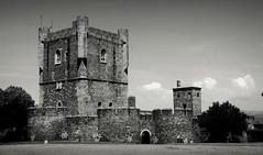 Braganza - Portugal (Garciamartín) Tags: castillo fortaleza fortificación muralla medieval portugal europa byn braganza garciamartín nino torre homenaje