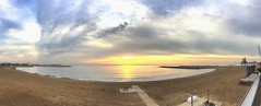 """Sale el sol"" (atempviatja) Tags: barcelona playasomorrostro despertar arena playa nubes sol amanecer cielo mar"