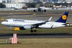 Lufthansa   Airbus A320-200   D-AIUV   London Heathrow (Dennis HKG) Tags: aircraft airplane airport plane planespotting staralliance canon 7d 100400 london heathrow egll lhr lufthansa dlh lh airbus a320 airbusa320 sharklets daiuv
