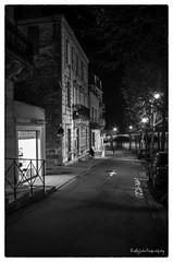 Rue de Terrasson (soffy.photography) Tags: pentaxflickaward pentaxlife pentaxart pentaxnoiretblanc nb noiretblanc rue photoderue nuit ruedenuit terrasson france villagedefrance villedefrance ville exterieur soir