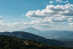 Vista panorámica desde Berlin, al fondo el Volcan de San Vicente (Chinchontepec) (William Turcios) Tags: paisajes volcanes centroamerica media elsalvador usulutan alegria berlin