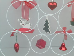289 (en-ri) Tags: renna rosso verde abete sony sonysti vetrina addobbi natalizi natale christmas campanellino pigna bianco