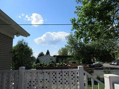 ** Le nuage emprisonné...** (Impatience_1) Tags: nuage cloud ciel sky arbre tree m impatience maison house architecture humour humor saveearth supershot coth coth5