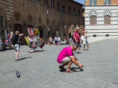 Snap 058 (Peter.Bartlett) Tags: woman bag man urban ricohgr candid tourists streetphotography people camera city urbanarte peterbartlett men lunaphoto colour siena toscana italy it