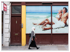 City beach (sdc_foto) Tags: sdcfoto street streetphotography color pentax pentaxart k1 woman beach sun walking london window travel