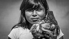 La niña y la Gallina (raulzv17) Tags: portrait poule retrato costarica canon canonsl1 gallina niña childhood tbt blackandwhite bnw blancoynegro team portraitphotography teamcanon