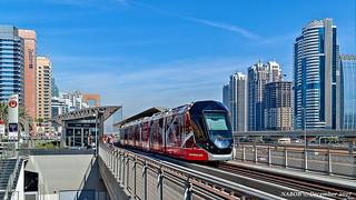 Dubai, United Arab Emirates: Tram leaving Marina Mall station