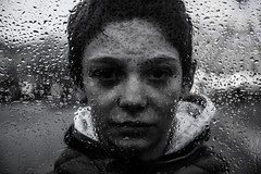 Through the window (PaxaMik) Tags: portrait portraitnoiretblanc noiretblanc noir n§b black blackandwhitephotos window throughthewindow rain rainingdays pluie fenêtre gouttes drops raindrops silverdrops lyon frenchportrait