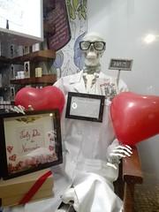 Good perspectives for Valentine, says the doctor! (LetsLetsLets) Tags: sãovalentim valentinesday hearts corações farmácia pharmacy dr skeleton skull esqueleto caveira morto dead balões lisboa portugal fevereiro 2018