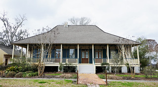 Raised cottage with a lovely porch - Madisonville, Louisiana - Explore