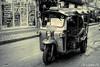 Tuk Tuk (Lцdо\/іс) Tags: tuktuk bangkok thailande thailand thailandia thai voyage blackandwhite noiretblanc black monochrome street lцdоіс rue moto