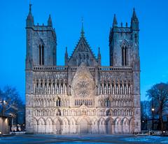Un monde inclus/An encapsulated world/En inkapslad värld [Explore] (Elf-8) Tags: norway trondheim cathedral nidaros church