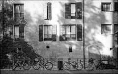 img182 (Jurgen Estanislao) Tags: jurgen estanislao noir black white street photography france travel voigtlaender bessa r4m colorskopar 28mm f35 eastman kodak doublex