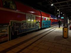 dvsfdfsa (3 von 5) (Under Color) Tags: hamburg hbf hauptbahnhof db bahn zug train regio doppler doppelstocker bahnsteig graffiti vandal art kunst graff