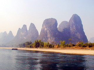 Paysage de Pains de sucre depuis la Rivière Li en Chine