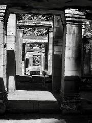 Temples d'Angkor, Siem Reap, Cambodge, décembre 2017. Angkor temples, Siem Reap, Cambodia, December 17. (vdareau) Tags: prasat noiretblanc blackandwhite banteaykdeytemple templedebanteaykdey banteaykdey templesd'angkor angkortemples angkor siemreap cambodge cambodia asiedusudest southeastasia asia asie
